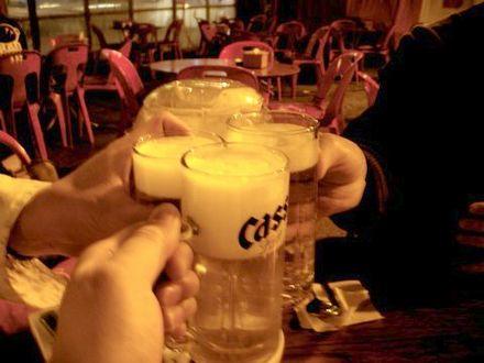 暑い店内で飲む冷えたビール